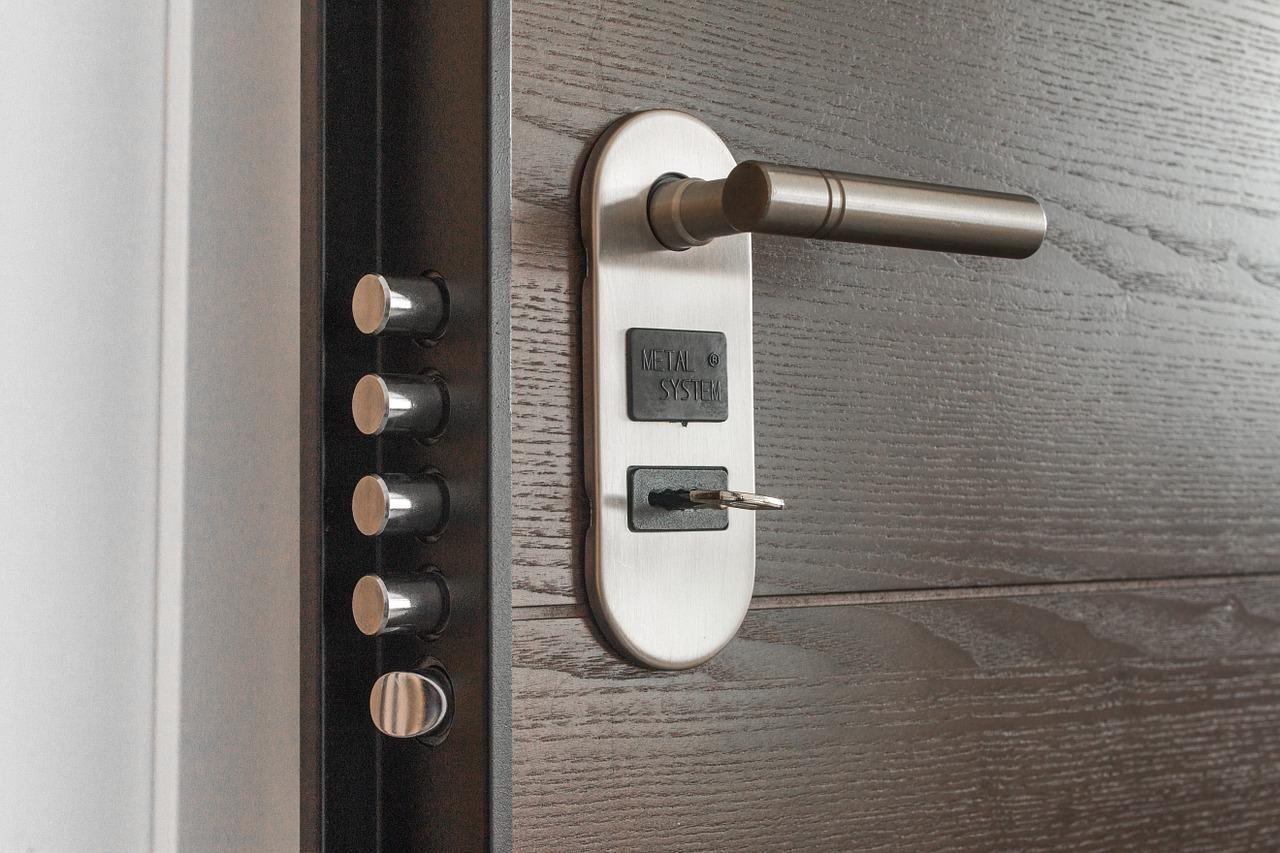 Jak wybierać drzwi do pomieszczeń? Piękne drzwi wewnętrzne – producent drzwi wewnętrznych małopolska