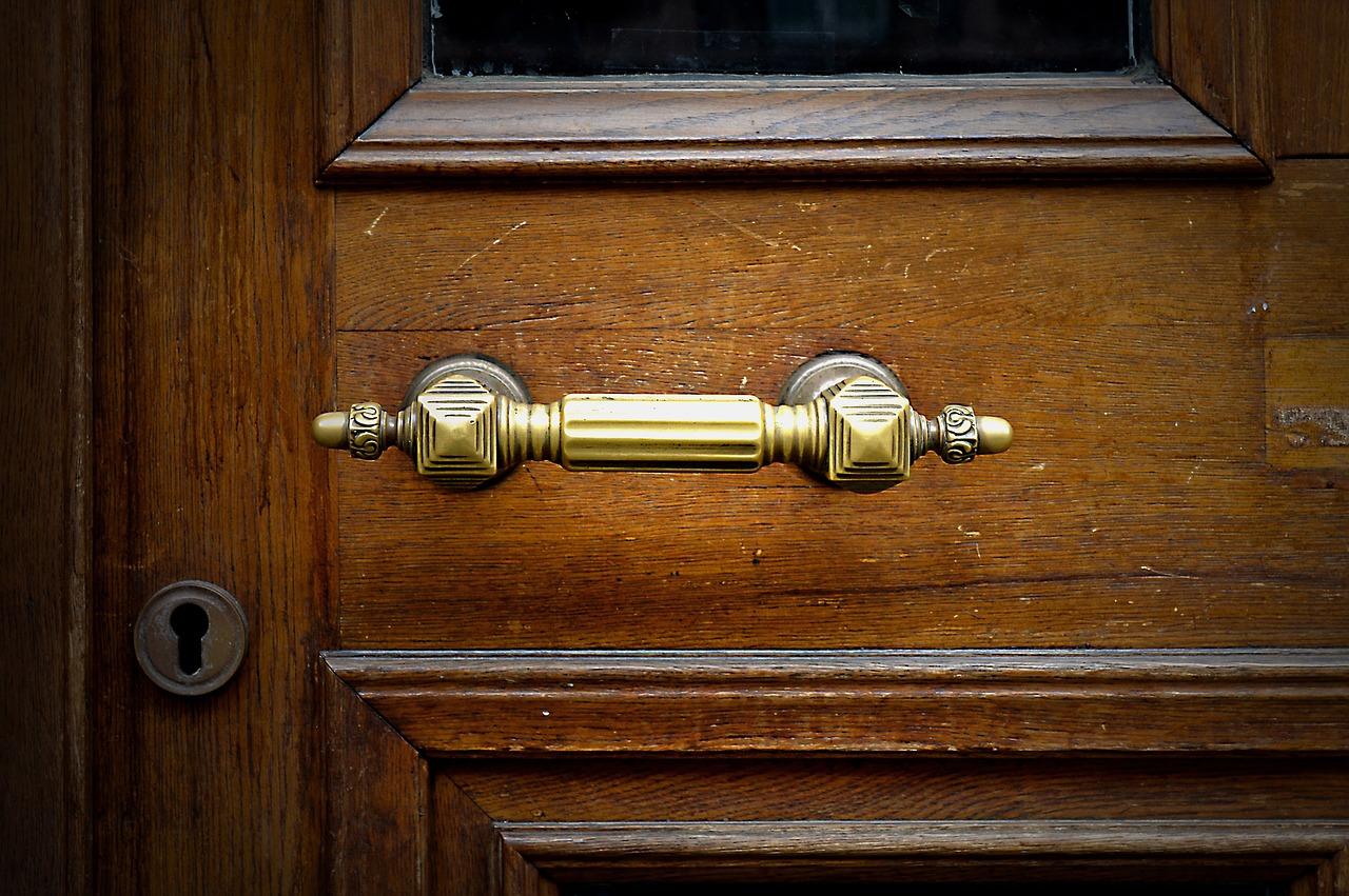 Drzwi skrzynkowe Lublin. Co warto wziąć pod uwagę przed zakupem drzwi?