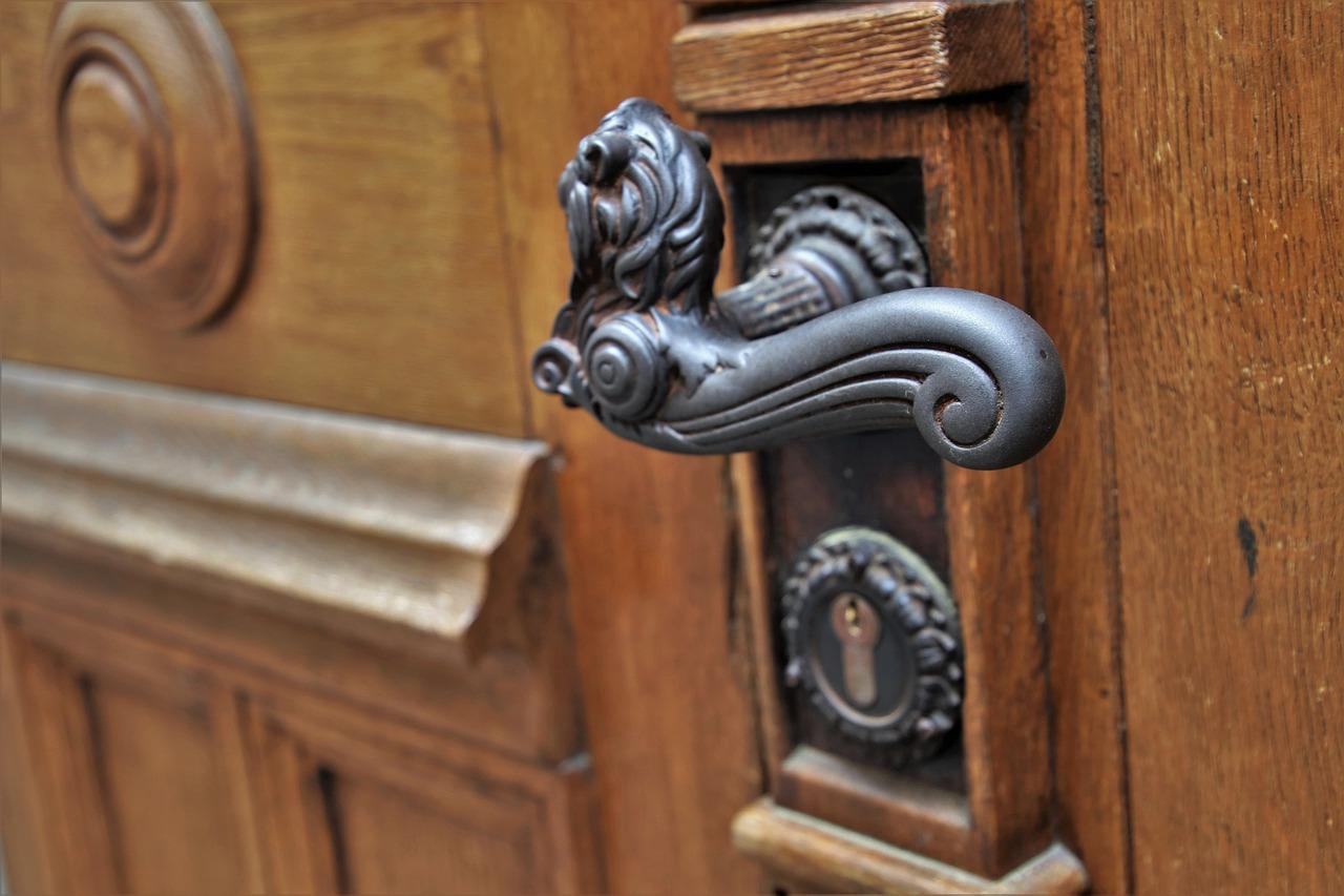 O czym warto pamiętać wybierając drzwi? Drzwi wewnętrzne drewniane nowoczesne