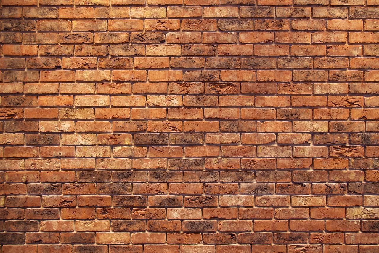 Ściana z cegły? Cegła dekoracyjna na ścianę
