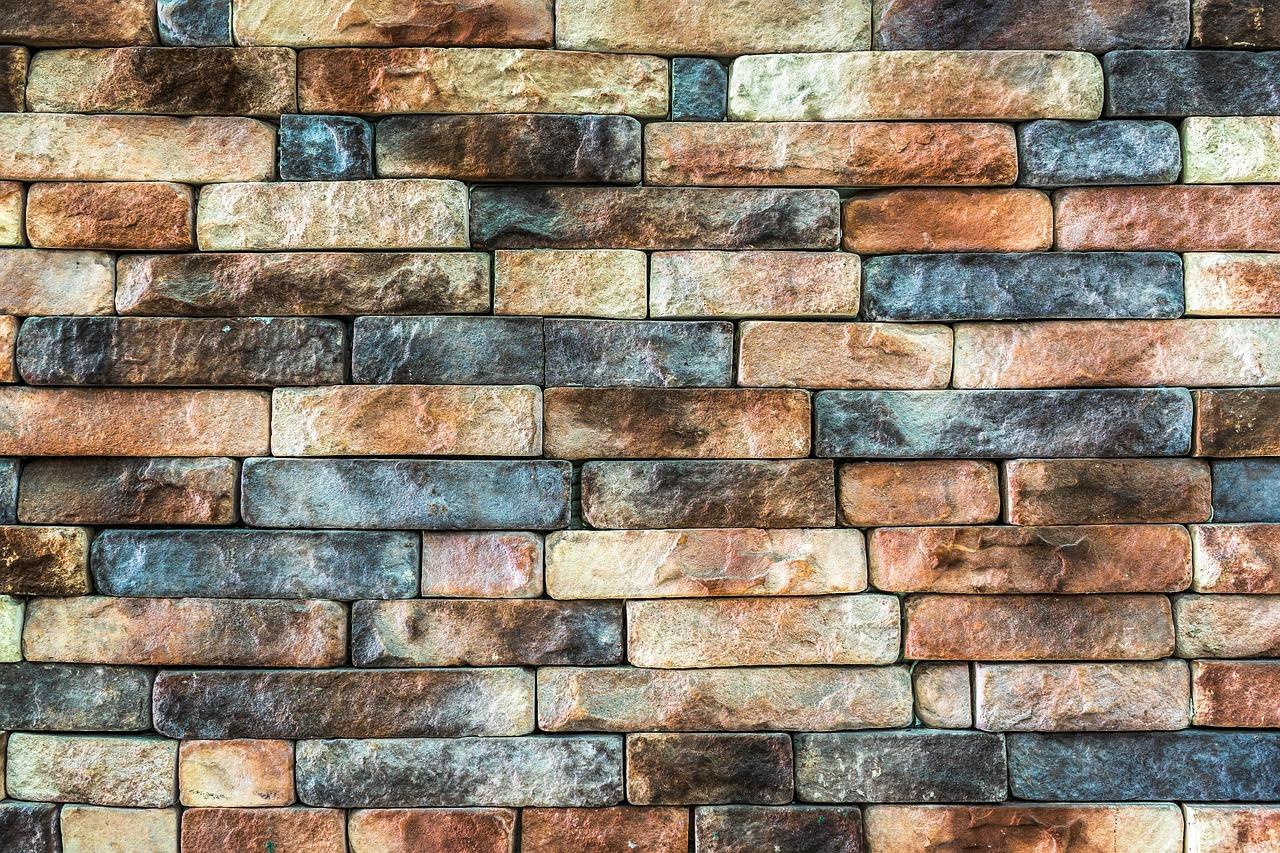 Kamień naturalny – ile kosztuje ułożenie? Układanie kamienia naturalnego – cennik. Cena kamienia naturalnego