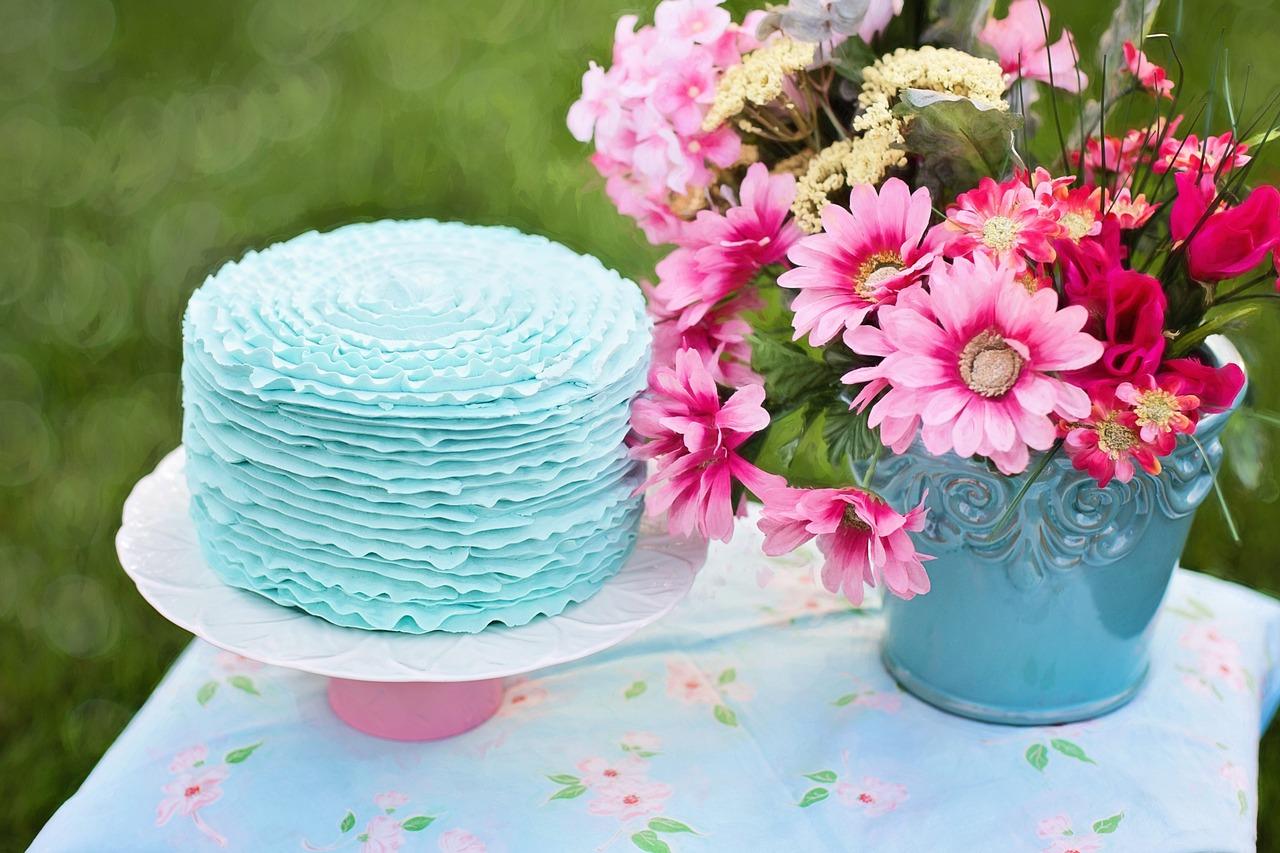 Dekoracje na stół urodzinowy dla dziecka. Święta dziecka – jak udekorować stół? Dekoracja stołu na imieniny dziecka