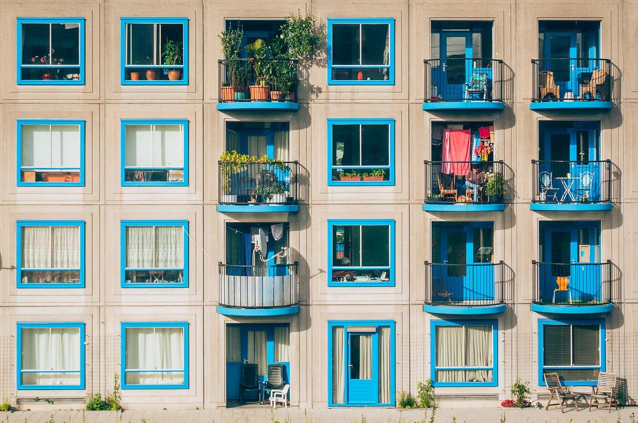 Jak urządzić mały balkon w bloku?