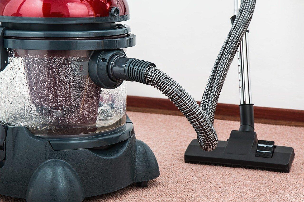 Zatrudnianie osoby sprzątającej do domu prywatnego.